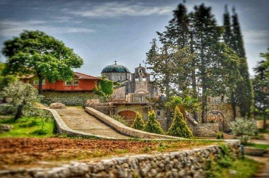Монастырь Тврдош
