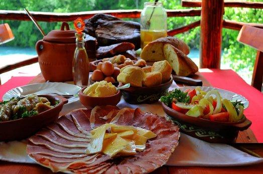 Завтрак на экскурсии рафтинг